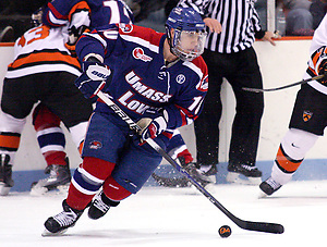 David Vallorani (U Mass Lowell - 10) scored the first goal of the game, giving the River Hawks an early 1-0 lead. (Shelley M. Szwast)