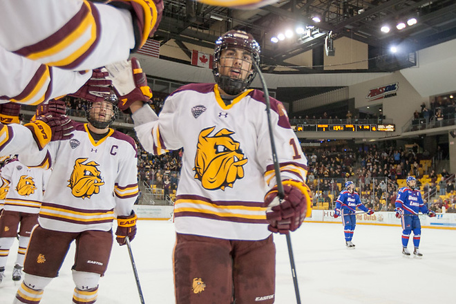 30 Oct 15: Alex Iafallo (Minnesota Duluth - 14). The University of Massachusetts Lowell River Hawks play against the University of Minnesota Duluth Bulldogs in a non-conference matchup at Amsoil Arena in Duluth, MN. (Jim Rosvold/USCHO.com)