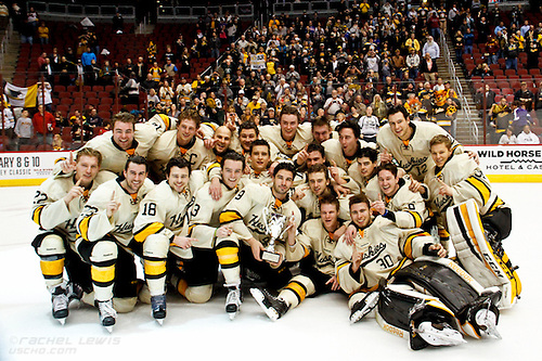 2016Jan10: After a skating to a 1-1 OT, the Michigan Tech Huskies beat the Yale Bulldogs in a shootout to win the inaugural Desert Hockey Classic at Gila River Arena in Glendale, AZ. (©Rachel Lewis)