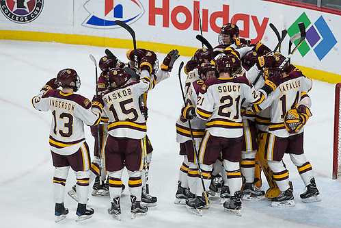 27 Jan 17: The University of Minnesota Golden Gophers play against the University of Minnesota Duluth Bulldogs in a quarterfinal game of the North Star College Cup at the Xcel Energy Center in St. Paul, MN. (Jim Rosvold)