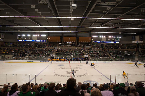 27 Mar 15: The St. Cloud State University Huskies play against the Michigan Technological University Huskies in a West Regional semifinal matchup at Scheels Arena in Fargo, ND. (Jim Rosvold)