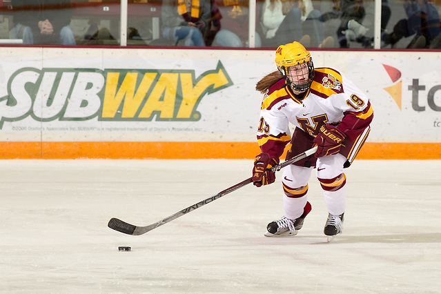 20 Nov 15: Kelly Pannek (Minnesota - 19). The University of Minnesota Golden Gophers host the Yale University Bulldogs in a non-conference matchup at Ridder Arena in Minneapolis, MN. (Jim Rosvold/University of Minnesota)