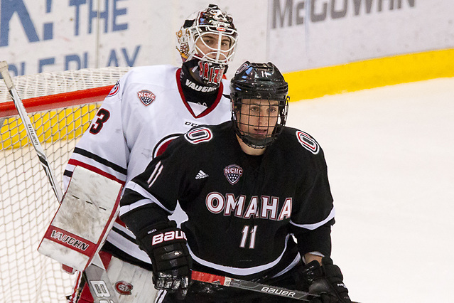 9 Jan 16: Mason Morelli (Omaha - 11), Zach Driscoll (St. Cloud - 33). The St. Cloud State University Huskies host the University of Nebraska-Omaha Mavericks in a NCHC matchup at the Herb Brooks National Hockey Center in St. Cloud, MN. (Jim Rosvold)