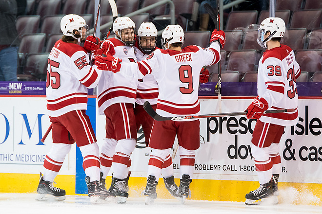 Miami players celebrate an early first period goal by Karch Bachman (85 - Miami) (2018 Omar Phillips)