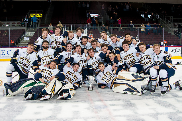 Notre Dame players celebrate with the 2018 Icebreaker Tournament trophy (Omar Phillips)