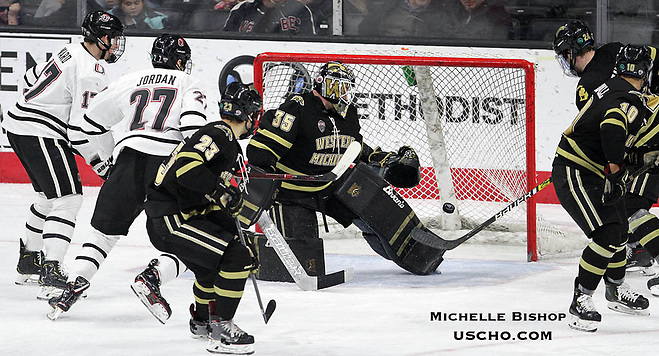 Omaha's Taylor Ward (17) scores during the second period. Western Michigan beat Nebraska-Omaha 4-3 Friday night at Baxter Arena. (Photo by Michelle Bishop) (Michelle Bishop)