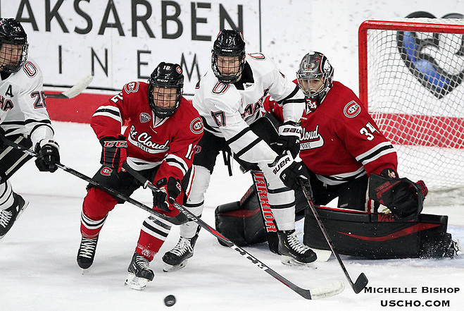 No. 1 St. Cloud State beat Nebraska-Omaha 4-1 Friday night at Baxter Arena. (Photo by Michelle Bishop) (Michelle Bishop)