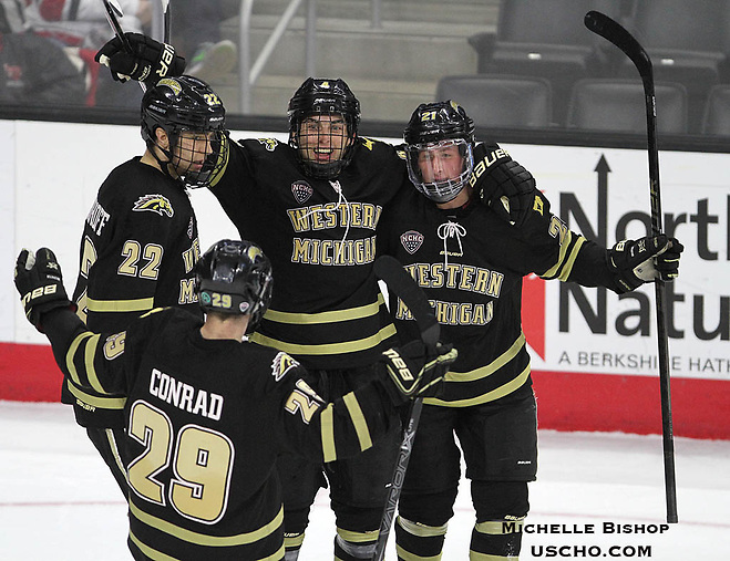 Western Michigan beat Nebraska-Omaha 4-3 Friday night at Baxter Arena. (Photo by Michelle Bishop) (Michelle Bishop)
