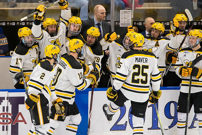 AIC players celebrate a last second goal in the second period, to go up 2-1 vs Niagara (2019 Omar Phillips)