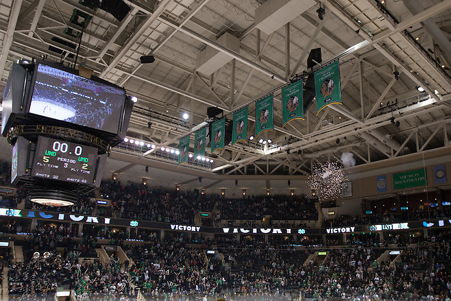 10 Jan 15: The University of North Dakota hosts the University of Minnesota Duluth Bulldogs in a NCHC conference matchup at the Ralph Engelstad Arena in Grand Forks, ND. (Jim Rosvold/USCHO.com)