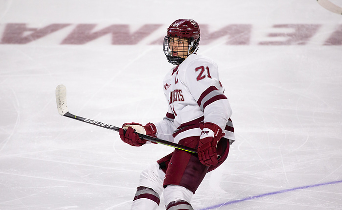 AMHERST, MA - NOVEMBER 22: Mitchell Chaffee #21 of the Massachusetts Minutemen. The UMass Minutemen play the Merrimack College Warriors during NCAA men's hockey at the Mullins Center on November 22, 2019 in Amherst, Massachusetts. The game ended in a 2-2 tie. (Photo by Rich Gagnon/USCHO) (Rich Gagnon)