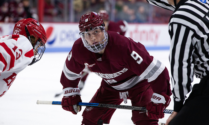 BOSTON, MA - NOVEMBER 15: John Leonard #9 of the Massachusetts Minutemen. The Massachusetts Minutemen play against the Boston University Terriers during NCAA men's hockey at the Agganis Arena on November 15, 2019 in Boston, Massachusetts. The Terriers won 4-3. (Photo by Rich Gagnon/USCHO) (Richard T Gagnon)