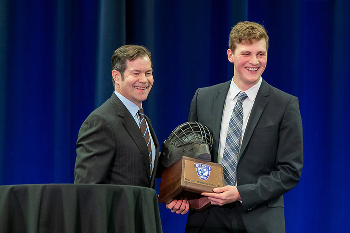 Cayden Primeau wins the 2019 Mike Richter award (2019 Omar Phillips)